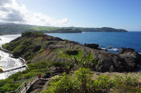 Výhľad na more a pobrežie Martiniku z ostrovčeka Îlet Sainte-Marie