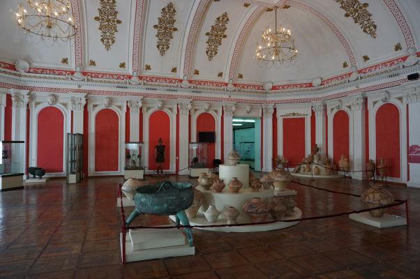 Národné múzeum histórie Moldavska - praveká expozícia - priestory expozícií sú obrovské a reprezentatívne