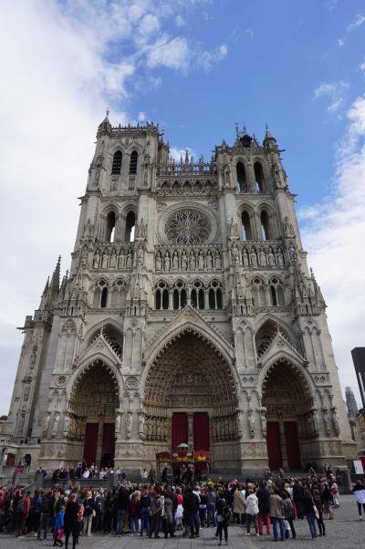 Hlavná fasáda Katedrály Matky Božej v Amiens