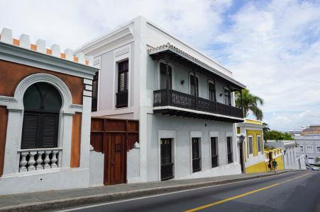 Farebné domy v historickom centre San Juanu