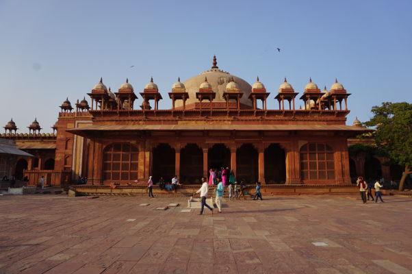 Piatková mešita (Jama Masjid) vo Fatehpur Sikri - veľká hrobka Islama Chána