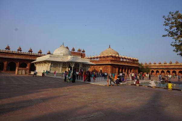 Piatková mešita (Jama Masjid) vo Fatehpur Sikri - hrobky Salima Čištiho a Islama Chána