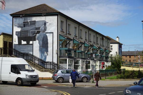 Nástenné maľby v štvrti Bogside v severoírskom Londonderry (Derry)