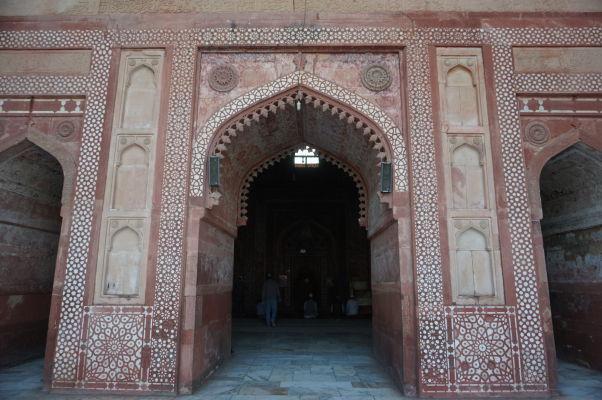 Piatková mešita (Jama Masjid) vo Fatehpur Sikri - hlavná budova s mirhábmi