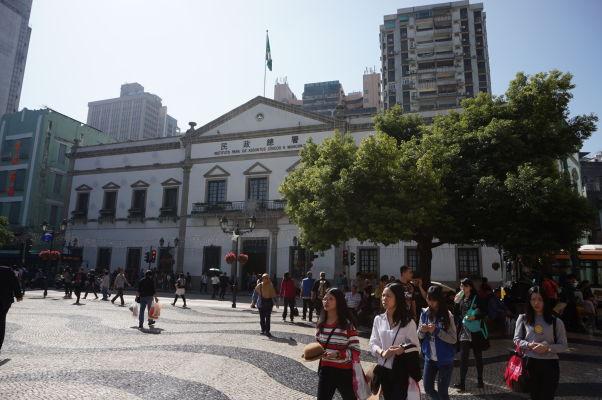 Senátne námestie (Largo do Senado) v historickom centre Macaa