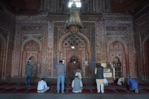 Zdobený mirháb (výklenok smerujúci k Mekke) Piatkovej mešity (Jama Masjid) vo Fatehpur Sikri