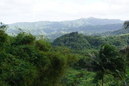 Prejazd horami stredom Grenady občas ponúkne krásne výhľady na okolie