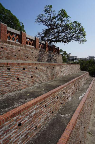 Pevnosť Fort Zeelandia v Tchaj-nane - jadro pevnosti je tvorené stupňovitou základňou