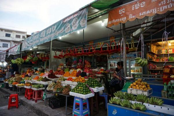 Starý trh (Old Market) v Phnom Penhu - je otvorený najmä cez deň a nakúpite tu napríklad ovocie a zeleninu