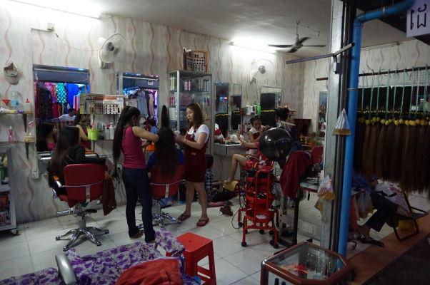 Starý trh (Old Market) v Phnom Penhu - nachádza sa tu hneď niekoľko kaderníckych salónov