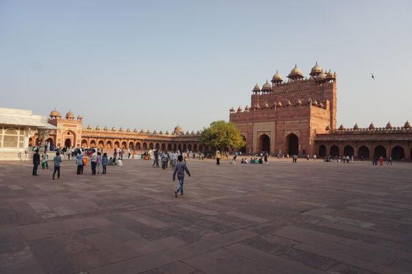 Buland Darwaza (Veľkolepá brána) - hlavný vchod do Piatkovej mešity (Jama Masjid) vo Fatehpur Sikri a zároveň najvyššia vstupná brána na svete