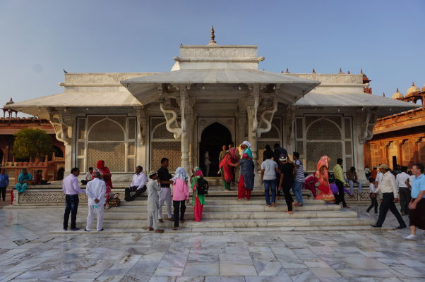 Piatková mešita (Jama Masjid) vo Fatehpur Sikri - hrobka Salima Čištiho