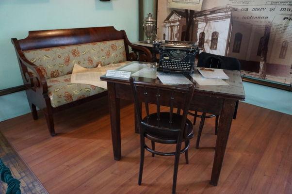 Národné múzeum histórie Moldavska - starožitný nábytok