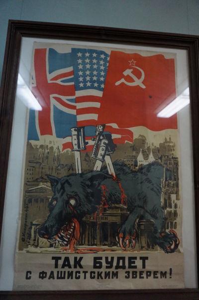 Národné múzeum histórie Moldavska - propagandistický plagát z obdobia 2. svetovej vojny