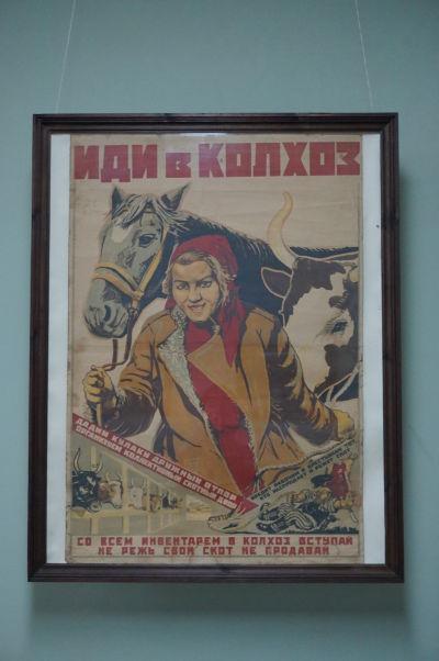Národné múzeum histórie Moldavska - propagandistický plagát pre podporu znárodňovania