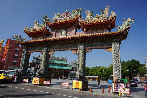 Pevnosť Fort Zeelandia v Tchaj-nane - chrám bohyne Mazu a jeho brána pred pevnosťou