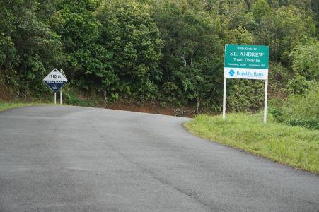 Prejazd horami stredom Grenady - Hranica medzi okresmi St. Andrew a St. George