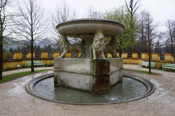 Fontána v záhradách zámku Hohenschwangau
