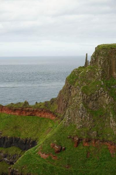 Tzv. komíny neďaleko Obrovho chodníka v Severnom Írsku