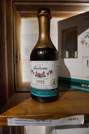 Rumová distilérka La Favorite - Predajňa - Jedna z najdrahších fliaš, ktoré sú na predaj