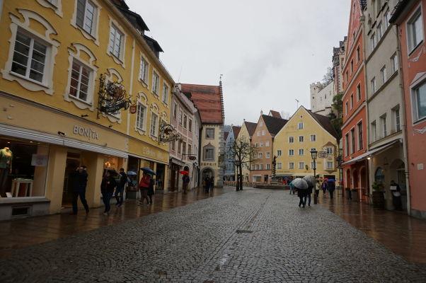 Ulička Reichenstraße v bavorskom mestečku Füssen