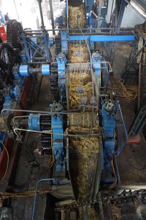 Rumová distilérka La Favorite - Parou poháňaný stroj na spracovanie cukrovej trstiny