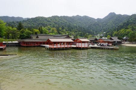 Svätyňa Icukušima počas prílivu