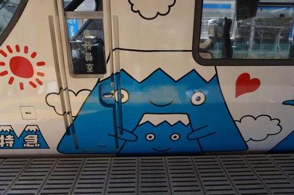 Miestny vlak premávajúci k hore Fudži