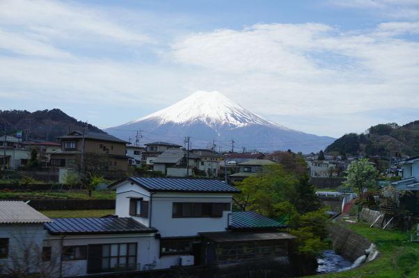 Sopka Fudži pri pohľade z miestneho vlaku