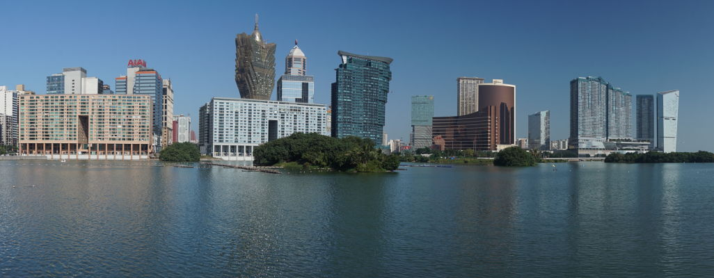 Jazero Nam Van v Macau a luxusné kasína a hotely