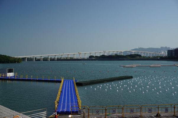 Jazero Nam Van a most spájajúci pevninské Macao a ostrov Taipa