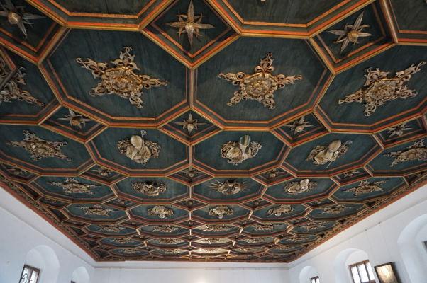 Vysoký zámok (Hohes Schloss) v meste Füssen - bohato zdobbený strop v jednej zo sál