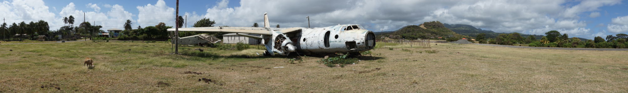 Vraky lietadiel na grenadskom letisku Pearl Airport