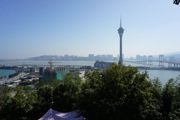 Pohľad z hory Penha na vežu Macao Tower