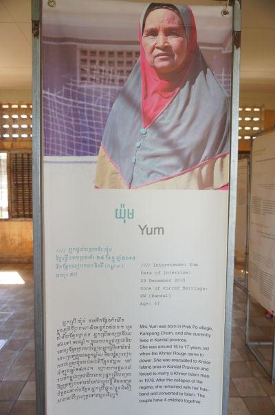 Múzeum genocídy Tuol Sleng - Príbeh Yum, ktorá bola donútená sa vydať za neznámeho muža z menšiny Čam. Po páde režimu zostali spolu a mali štyri deti.