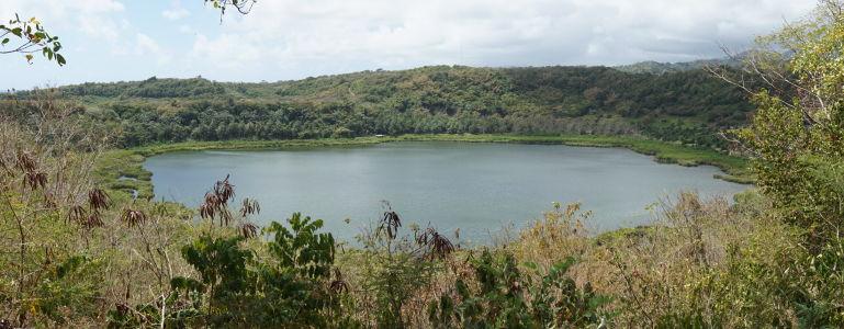 Jazero Antoine v kráteri vyhasnutej sopky
