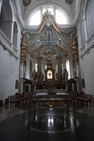 Interiéry Baziliky sv. Magna v meste Füssen - hlavný oltár a presbytérium