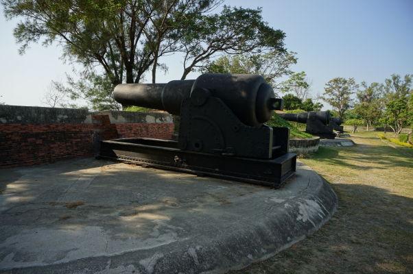 Pevnosť Večný zlatý hrad v Tchaj-nane - batéria z 19. storočia
