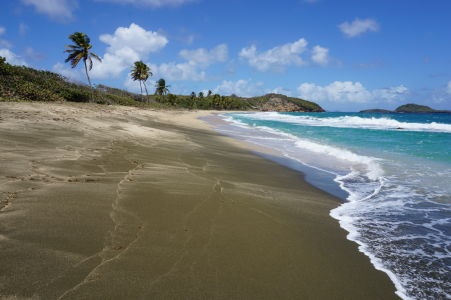 Čierny piesok na pláži Bathway