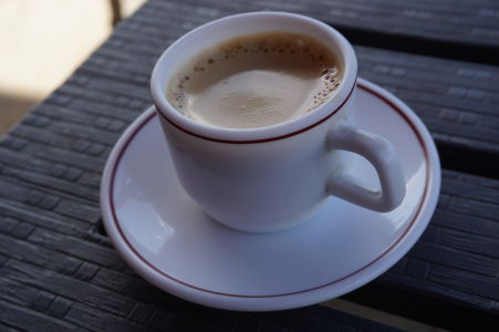 Ak neholdujete káve, čokoláda so škoricou je taktiež výbornou voľbou