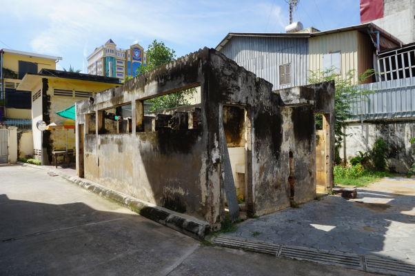Niekdajšie sprchy vo väzení Tuol Sleng v Phnom Penhu - neboli však určené väzňom