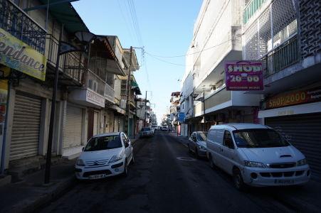 Ulice Pointe-à-Pitre skoro ráno - Miestni obyvatelia nie sú práve ranné vtáčatá