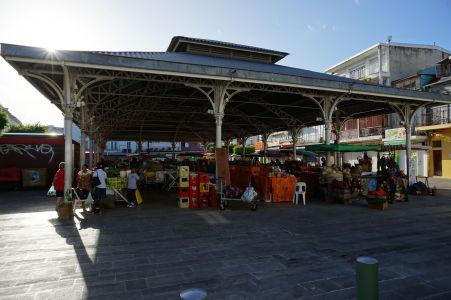 Krytá tržnica v centre Pointe-à-Pitre