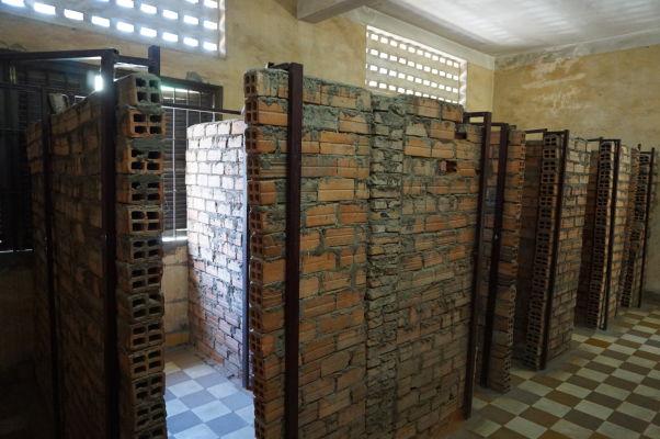 Cely vo väzení Tuol Sleng v Phnom Penhu