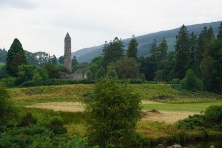 Kruhová veža kláštora v Glendalough