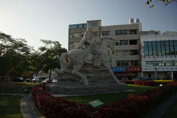 Socha Koxingu pred Koxingovou svätyňou v Tchaj-nane