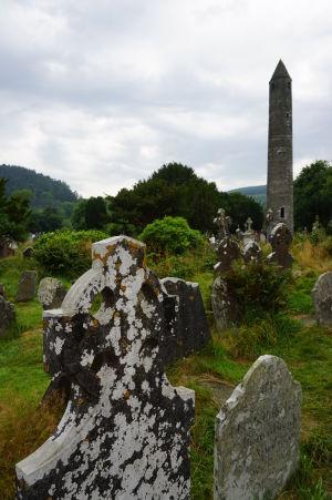 Kruhová veža, najznámejšia stavba kláštora v Glendalough