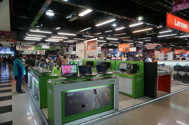 Guanghua Digital Plaza v Tchajpeji - obchodný dom, kde sa predáva len elektronika a príslušenstvo - raj pre milovníkov gadgetov, fotoaparátov, počítačov, mobilov, atď.
