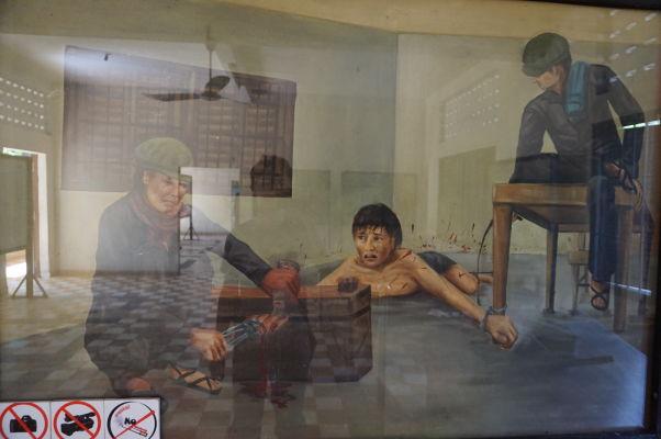 Mučenie väzňov - Obraz vo väzení Tuol Sleng (S-21) v Phnom Penhu