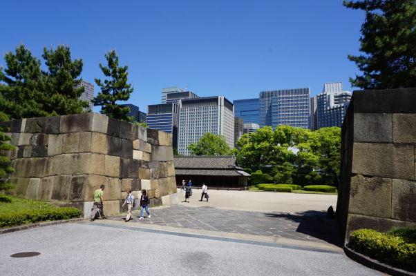 Cisársky palác v Tokiu - vstup oddeľujúci vonkajšiu pevnosť a vnútornú citadelu